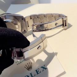 ROLEX   A Cosmograph Daytona RO0100
